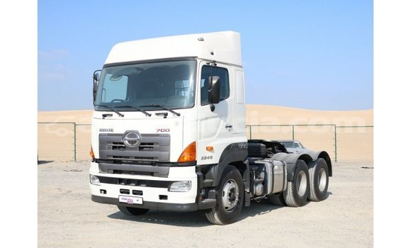 Buy Import Hino 300 Series White Truck in Import - Dubai in Anse-la-Raye
